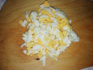 10. Яйцо нарезано
